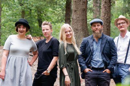 Dnacht Band im Wald