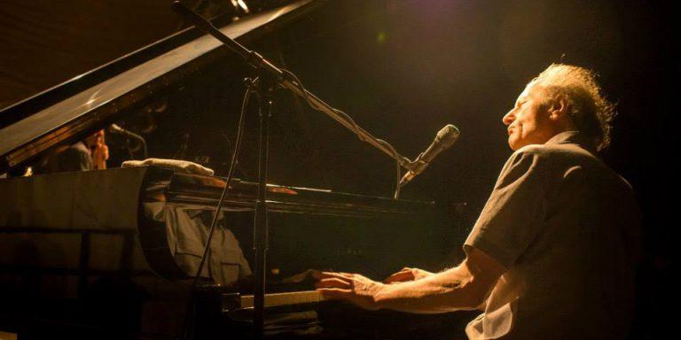 Paul Millns live am Piano